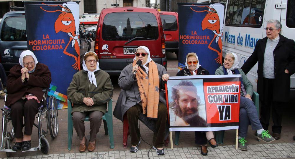 Sentido reclamo en Plaza de Mayo por la aparición de Santiago Maldonado
