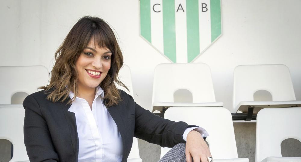 Lucía Barbuto, la presidente de Banfield, quien es la única mujer dentro la AFA.