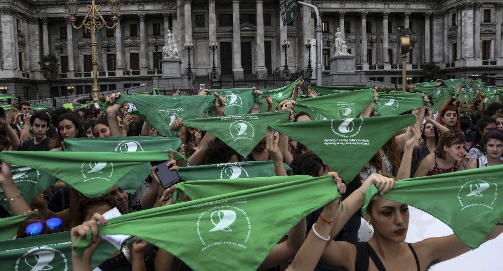 Miles de mujeres marcharon al Congreso con sus pañuelos verdes en reclamo de una nueva ley de aborto.