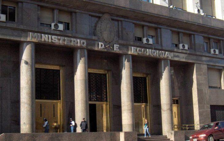 Letes: Hacienda renovó 100% de vencimientos y bajó la tasa a 4,50%