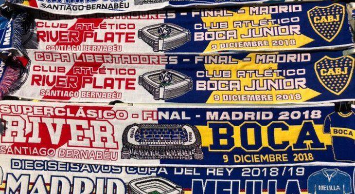 River – Boca: el insólito error en las bufandas conmemorativas que venden en Madrid