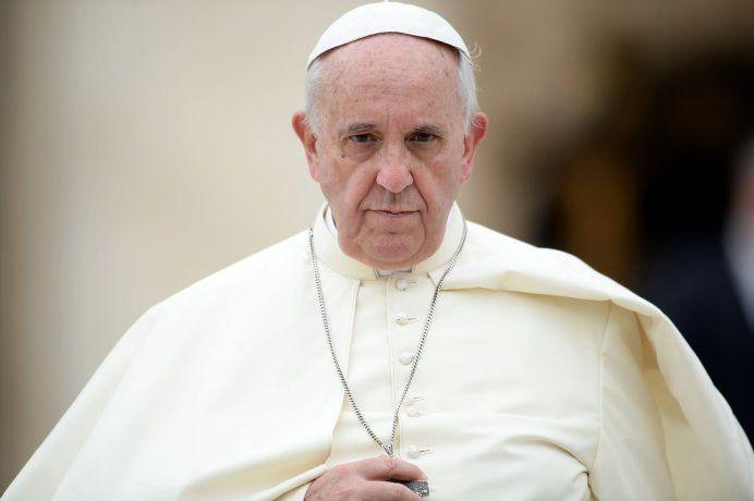Renuncian voceros del Papa y nombran portavoz interino