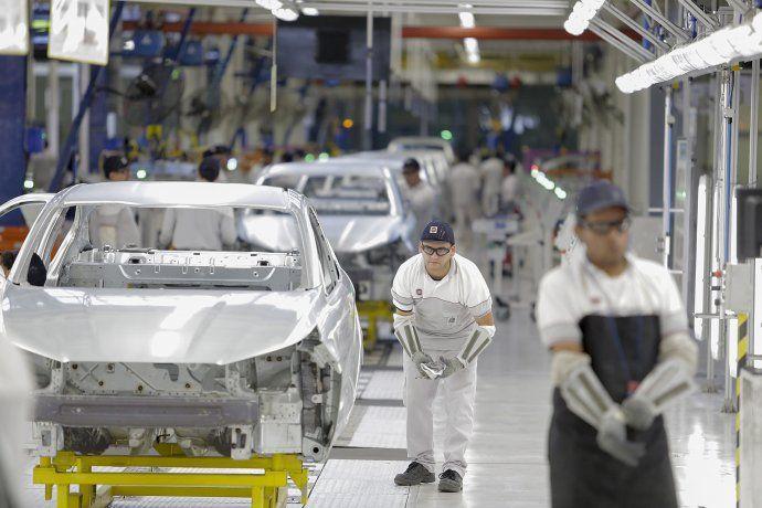 La economía cayó 3,5% en el tercer trimestre y se confirma el país en recesión