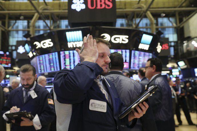 Este estado de situación del petróleo podría compararse con la crisis financiera de 2008 ya que la caída del Dow Jones (7,8%) se acercó al récord de 7,89% que marcó la caída del Lehman Brothers.