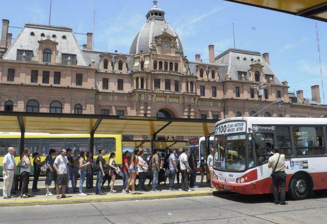 Gobierno anunció subas escalonadas de las tarifas de colectivo, tren y subte