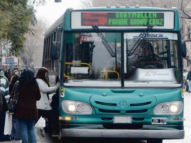 Disminuyó 10% la cantidad de argentinos que viajan en colectivo