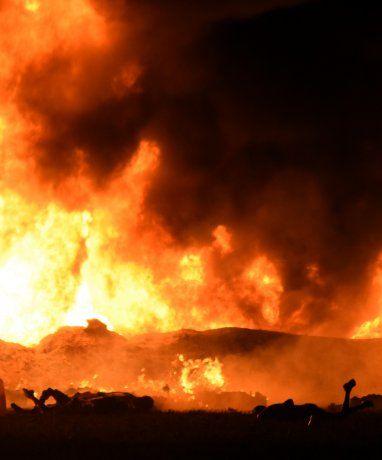 México: 79 muertos por explosión de ducto ilegal durante robo de combustible