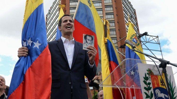 """Juan Guaidó se proclamó presidente """"a cargo"""" en Venezuela"""