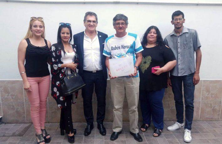 La familia del soldado Ruben Gómez junto al secretario de Derechos Humanos Claudio Avruj