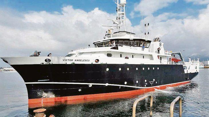 BILATERAL. El Buque de Investigación Pesquera Víctor Angelescu zarpará del puerto de Mar del Plata.
