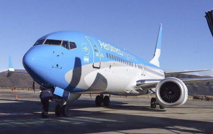 Polémica por un mensaje que leen los pilotos a los pasajeros cada vez que aterrizan