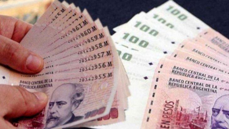 La consultora Ecolatina afirmó que Argentina necesita fortalecer el peso doméstico para generar un mercado de crédito amplio posibilitando que las empresas se endeuden para financiar inversiones y para que el Gobierno no deba hacerlo en moneda extranjera.