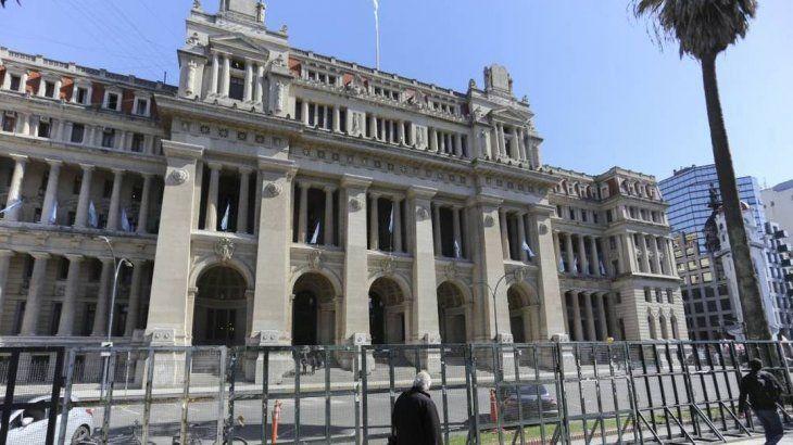 El máximo tribunal de justicia solicitó a la jefatura de Gabinete modificar la partida presupuestaria para afrontar el pago de salarios.