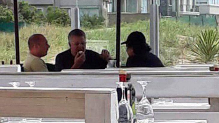 <p>Carlos Stornelli y Marcelo D'Alessio el 8 de enero pasado en el balneario CR de Pinamar, donde concurrió el empresario rural Pedro Etchebest.</p>