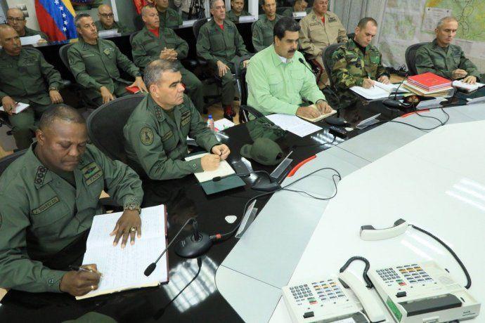 Maduro cerró la frontera con Brasil y evalúa hacer lo mismo con Colombia