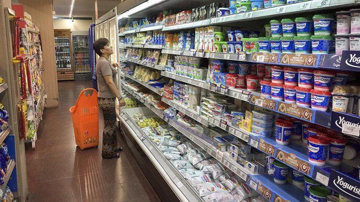 """El 82,5% de los argentinos compra """"lo que puede"""" en el supermercado y no """"lo que quiere"""""""