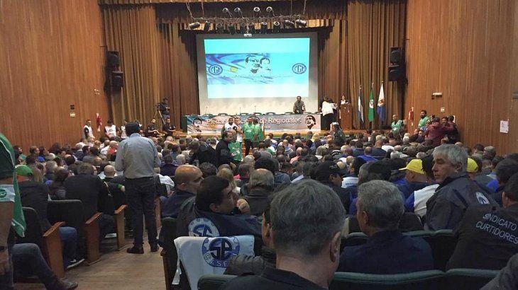 <p>Las regionales de la CGT y representantes de 70 sindicatos enrolados en el Frente Sindical para el Modelo Nacional (Fresimona) se reunieron en el auditorio del Smata para definir la quinta huelga general contra Mauricio Macri.</p>