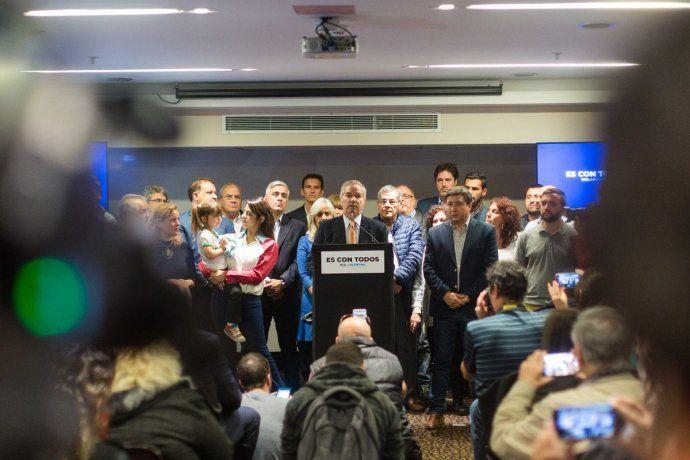 Solá lanzó su candidatura con críticas al Gobierno: Ha hecho todo lo posible por crear este escenario económico