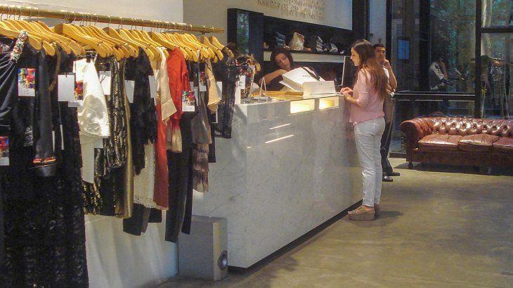 Los aumentos de precios en indumentaria superan el 65% anual