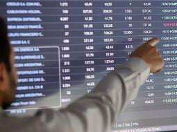 El S&P Merval borra ganancia inicial y cae más de 2,5% ante el alza del riesgo país