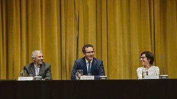 Alivio. Ayer la cúpula del BCRA, Gustavo Cañonero, Guido Sandleris y Verónica Rappoport, celebró el dato de abril.