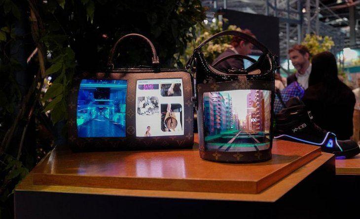 09fad7e40 La tecnología llega a la moda de lujo: Louis Vuitton presentó carteras con  pantallas plegables