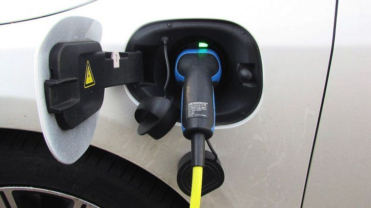 <p>Los autos eléctricos elevarán la demanda de litio los próximos años.</p>