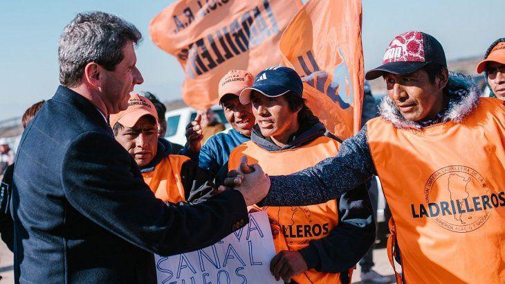 <p>El gobernador Uñac presidió la colocación de la piedra basal del PITAR.</p>