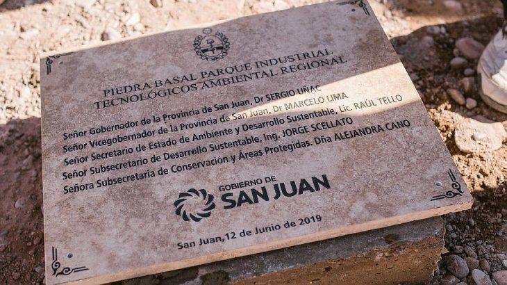<p> La piedra basal del Parque Industrial Tecnológico Ambiental Regional.</p>