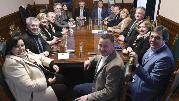 Alberto Fernández se reunión con los senadores del PJ.