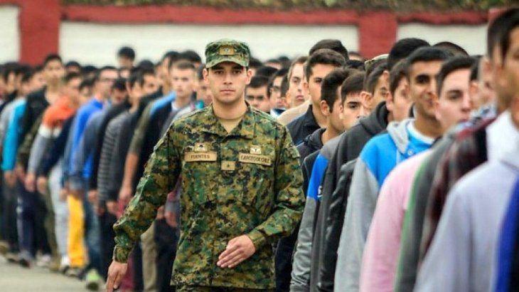 Más de 30.000 jóvenes se inscribieron al polémico Servicio Cívico Voluntario en Valores