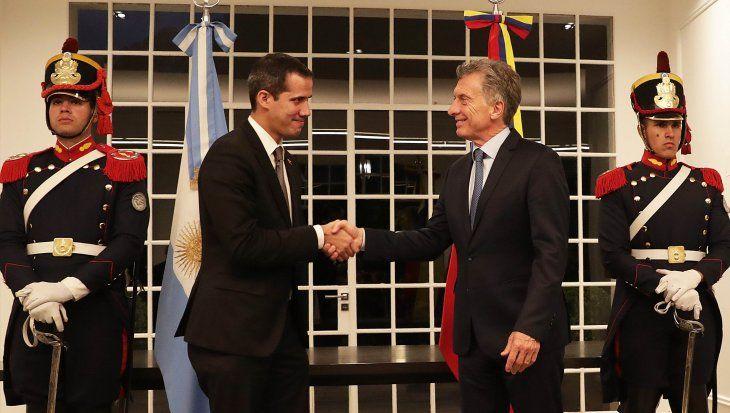 Mauricio Macri junto a Juan Guaidó.