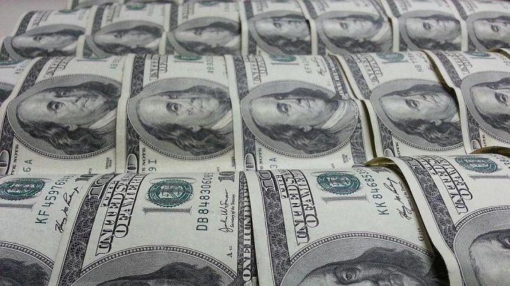 El dólar salta un 6,8% y roza los $50, mientras las miradas apuntan al Central