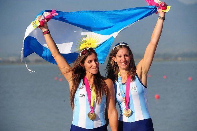 <p>María Laura Ábalo (izq) junto a María Gabriela Best, campeonas panamericanas en el dos sin timonel en Guadalajara 2011.</p>