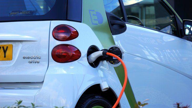 Los vehículos eléctricos no producen emisiones tóxicas y favorecen la eficiencia energética.