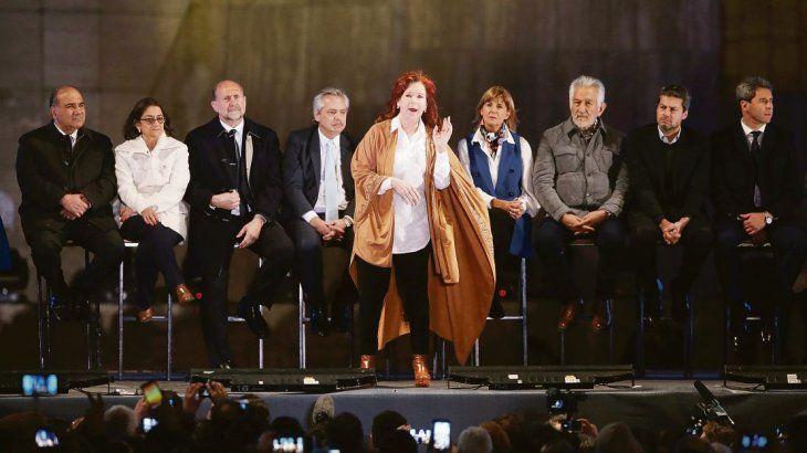 <p>Cristina de Kirchner habló el miércoles en el Monumento a la Bandera, previamente al mensaje que dio Alberto Fernández.</p>