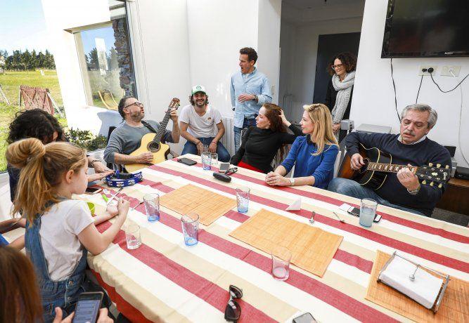 Aberto Fernández se reunión con los integrantes de Grupo Callao.