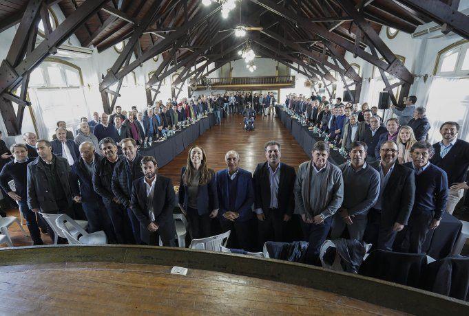 <p>Vidal junto a jefes comunales del Frente de Todos en La Plata. </p>