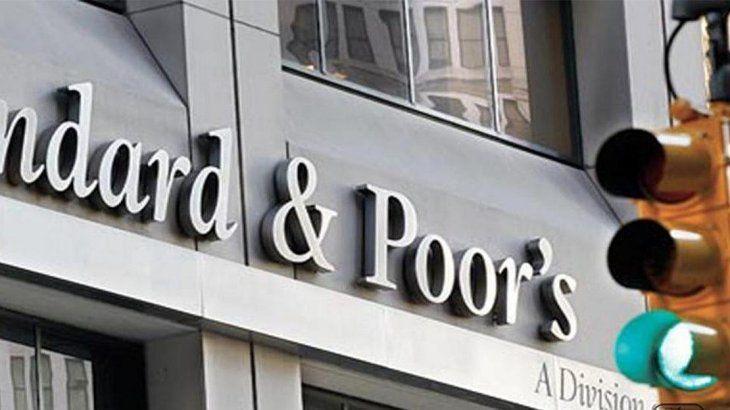 Standard & Poors mejoró la calificación de Argentina: el país salió del default selectivo