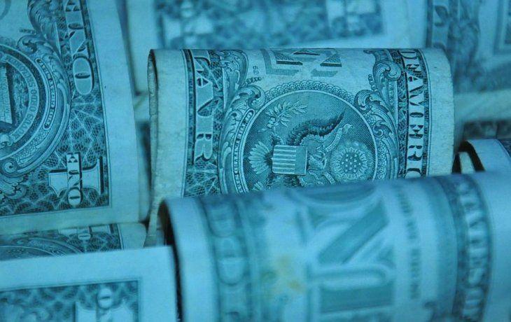 Dólar blue: el billete subió $1 en cuevas y se amplió la brecha con el oficial