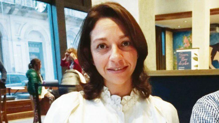 María Laura Sandoval es argentina, especialista en consultoría turística y en RSE. En 2014 se sumergió en Uruguay atraída por la industria del cannabis medicinal y el cáñamo. Actualmente es CEO de Cannabis Austral, la primera consultora argentina especializada en esta temática para gobiernos y privados a nivel internacional. Además es impulsora de la fundación de la CamAICann junto a Nicolás Heller, otro argentino del sector IT de la industria del cannabis.