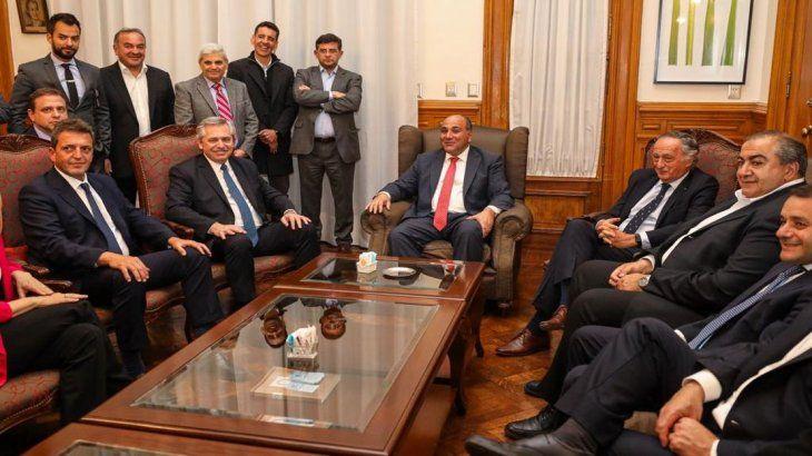 Alberto Fernández junto al gobernador Juan Manzur, Sergio Massa, Héctor Der y Miguel Acevedo.