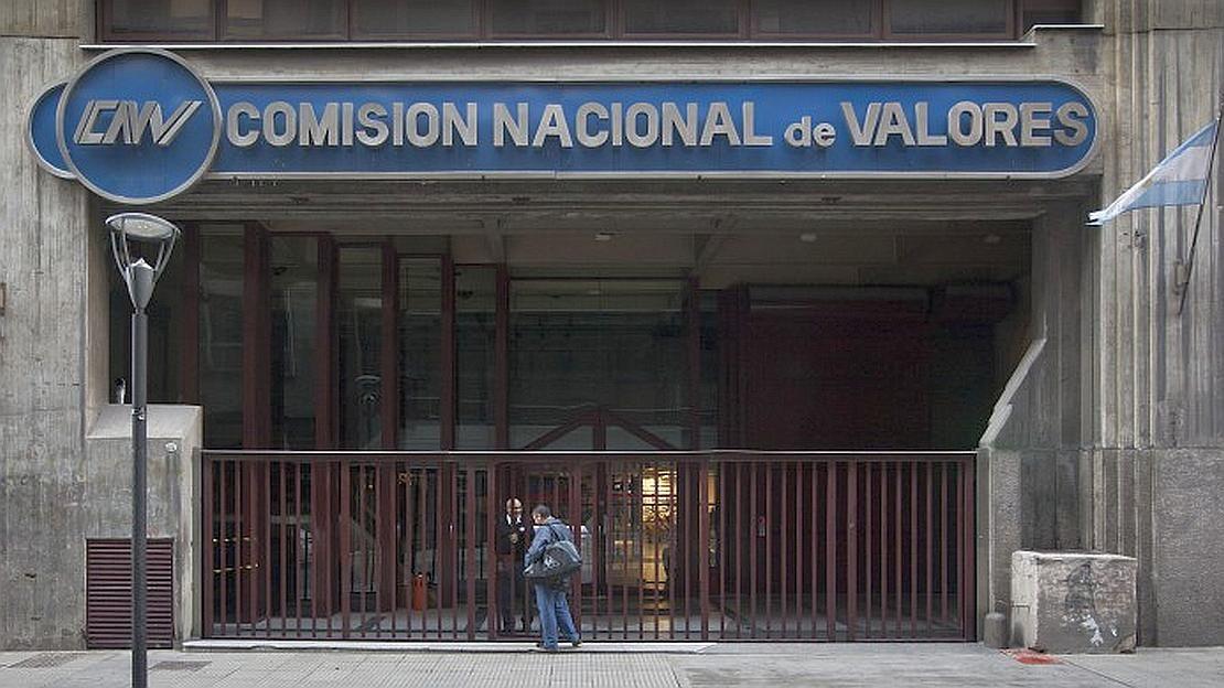 Golpe al CCL: la CNV obliga a fondos a invertir en pesos en busca de  descomprimir demanda | CNV, pesos, CCL