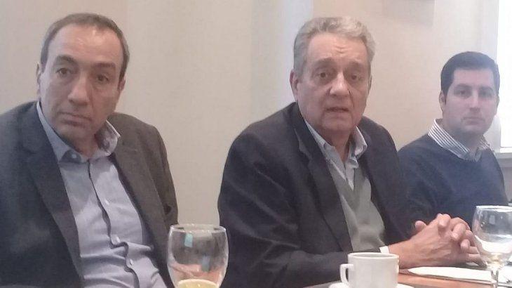 Federico Paloma, presidente del 4to Congreso Latinoamericano de Seguridad, Salud Ocupacional y Ambiente; Ernesto López Anadón, presidente del Instituto Argentino del Petróleo y Gas; y Daniel Mocayar, de la Jornada Jóvenes Oil&Gas.
