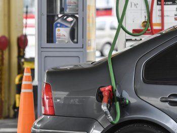 Naftas: negocian los aumentos que habrá hasta el 10-D
