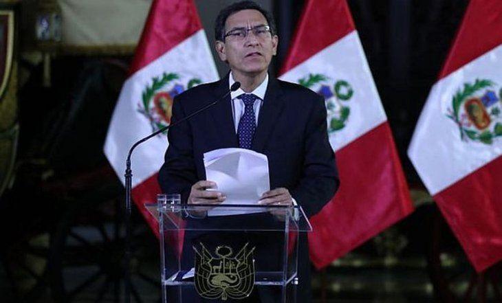 El presidente de Perú, Martín Vizcarra, anunció el cierre del congreso en un mensaje a la nación.