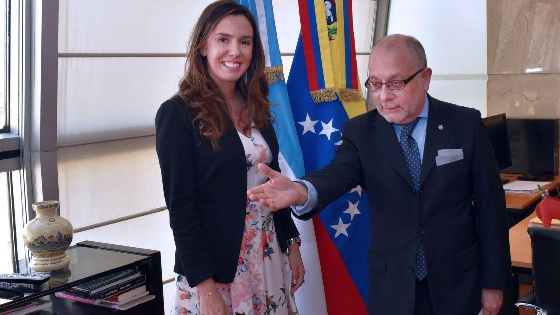 Le quitan credenciales a la enviada de Guaidó que había sido reconocida por Macri