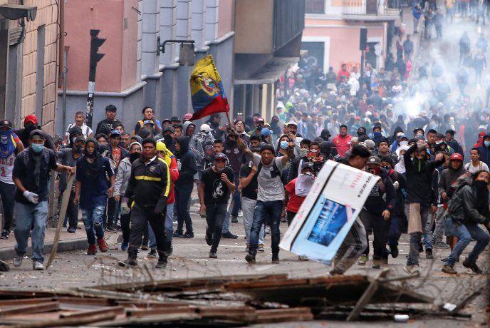 El gobierno de Ecuador decretó el toque de queda y la militarización de Quito