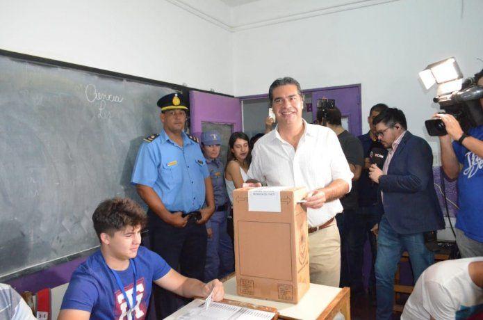 Jorge Capitanich votó en la Escuela 41 Ricardo Ivancovich.