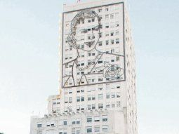 Polémica. El mural de Eva Perón sobre el exministerio de Obras Públicas ubicado en la avenida 9 de Julio.